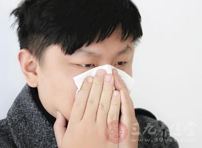 表现为流浊鼻涕、发热快、口唇红、咽喉痛等为热感冒