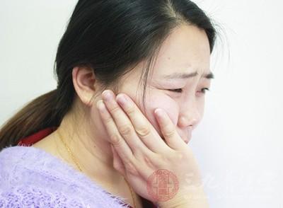 有很多牙龈出血的原因是因为外力导致的