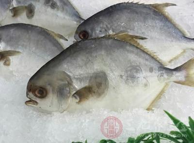 鱼肉中所含的脂肪大多事不饱和脂肪酸,很容易被人体消化、吸收