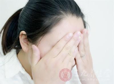 定期去角质改善油性皮肤