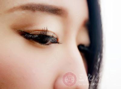眼袋是怎么形成的 这样去眼袋安全又有效