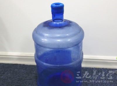 江苏通报17批次不合格食品 超半数为饮用水