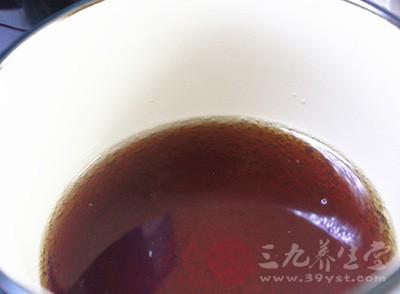 进口饮料竟喝出不明物黑色物质