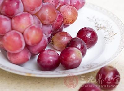 葡萄皮的功效有哪些 吃葡萄上火吗