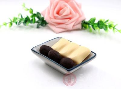 痛经能吃巧克力吗 哪些食物可以缓解痛经