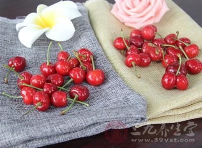 每100克新鲜樱桃中维生素a的含量比苹果、葡萄等水果高4―5倍