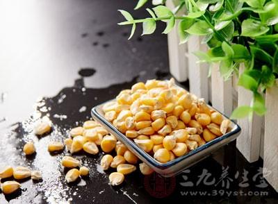 蛋液中加入甜玉米粒