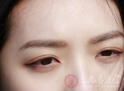 正常情况下,左右瞳孔应该是对称的
