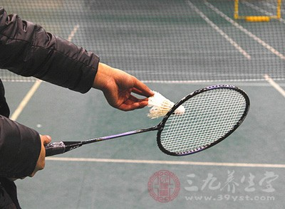 羽毛球发球 打羽毛的好处有哪些