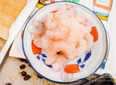 西红柿和虾能一起吃吗 吃西红柿要注意哪些