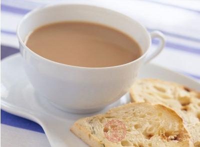 奶茶中的香精和色素虽是按照国家食品添加剂标准添加的