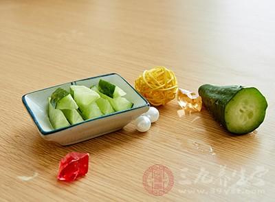 黄瓜中的纤维素对促进人体肠道内腐败物质的排除和降低胆固醇有一定作用