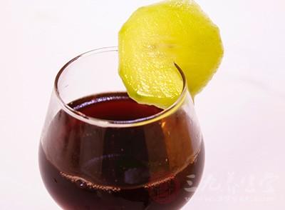 适量的喝可以让我们的头脑比平时更加敏捷