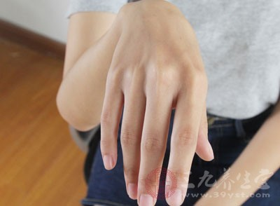 冬季手干燥 值得收藏的五个护手妙招