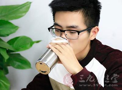 很多人都听说过早晨喝一杯水对身体有好处