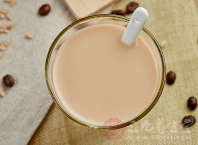 因此,渐渐的奶茶店将不会再火热,因为模仿太容易了