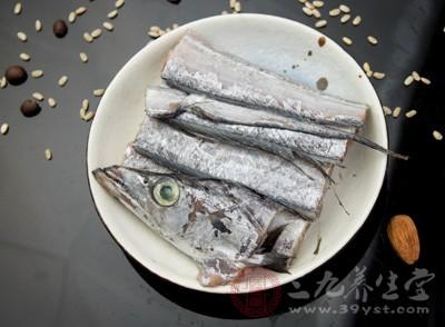 红烧带鱼的做法 吃带鱼可以泽肤养发