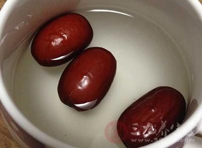 女性喝红枣水的好处 红枣的食用禁忌有哪些