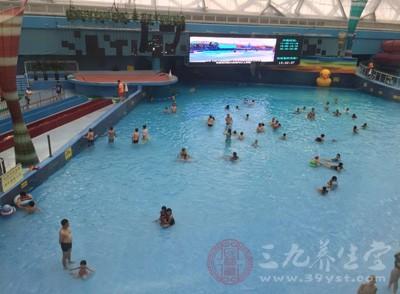 游泳的好处 经常游泳可以增强肌肉力度