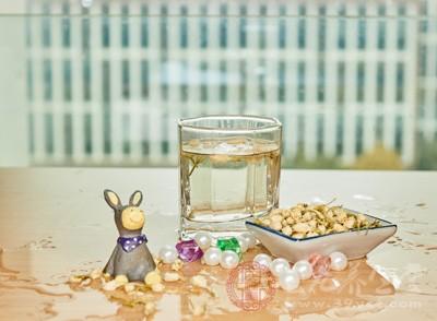 便秘患者,茉莉花茶因其包含茶叶成分,含有茶多酚,而茶多酚对于肠胃有一定的影响,会加重便秘者的便秘哦