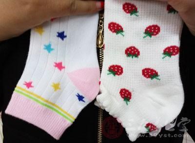 纯棉袜子不仅柔软舒适,还可吸收脚汗