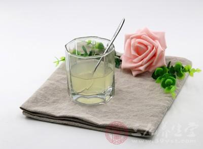 喝柠檬水的误区 怎样喝柠檬水对健康有益