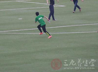 踢足球的好处 踢足球可以提高身体的反应度