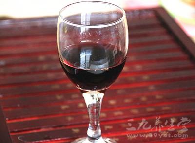 葡萄酒的功效与作用 喝葡萄酒的好处有哪些