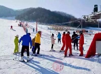 滑雪的好处 滑雪时要注意这些事项
