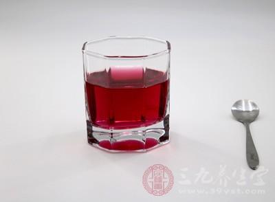 做好的樱桃酒成品