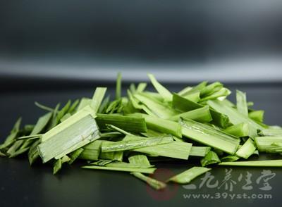 尽量少吃易产气的食物,如卷心菜、芹菜、韭菜、大豆、豌豆