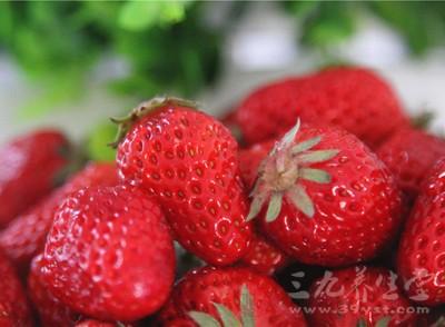 草莓中所含营养素对儿童的生长发育有很好的促进作用,对老年人的健康亦很有益