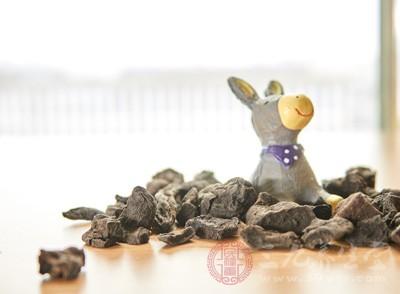 生首乌、黑豆汁制首乌和清蒸首乌水煎液对醋酸强的松所致肝脂蓄积有对抗作用