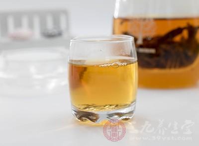 红茶好用新鲜的水煮沸后冲泡适宜,隔夜的水