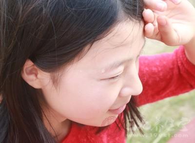 女生背部长痘痘怎么回事 祛背部痘痘有哪些妙招
