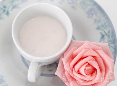 家长可以给孩子适当的喝一些酸奶