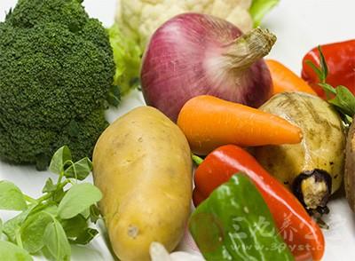 多吃蔬菜、水果,以帮助大便通畅