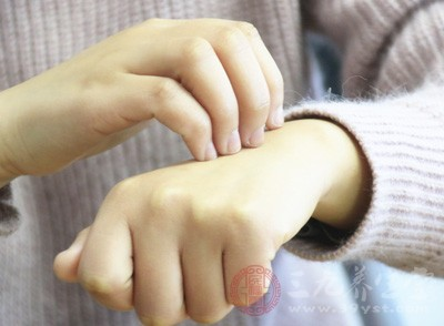 在无其他皮肤病时应首先考虑早期白癜风