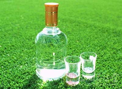 能促进血液循环,特别是在冬天喝点白酒