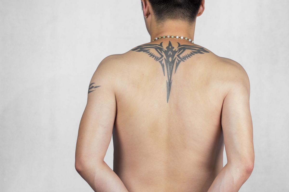 男子香港马会网站光洁的后背