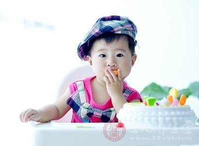 有时候孩子吃手指是为了引起家长的注意