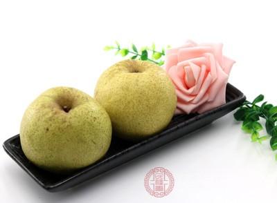 不建议睡觉时吃梨。晚上是人体肠胃休息的时候