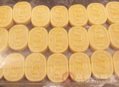 上海通报蟹黄酥和绿豆糕等3批次不合格食品