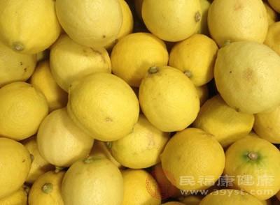 柠檬味道虽多呈酸味,但在体内代谢过程中能变成碱性,并能使血液保持碱性