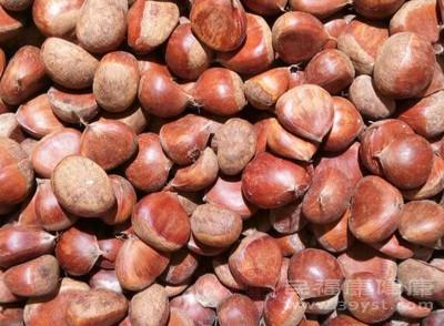 板栗富含丰富的膳食纤维与优质蛋白等