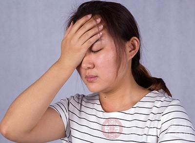 头痛、全身疼痛均系由内毒素造成产生缓激肽