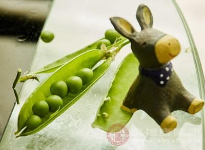 豌豆、白糖、琼脂各适量