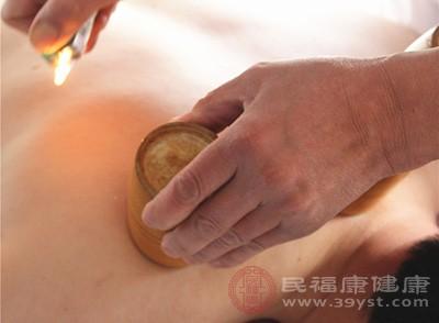 取背部督脉或膀胱经循行部位