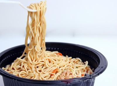 有传言说方便面是垃圾食品,还有称方便面吃了不易消化