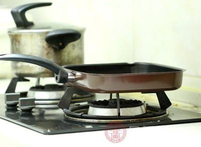 目前不粘锅的涂层分为两种材料